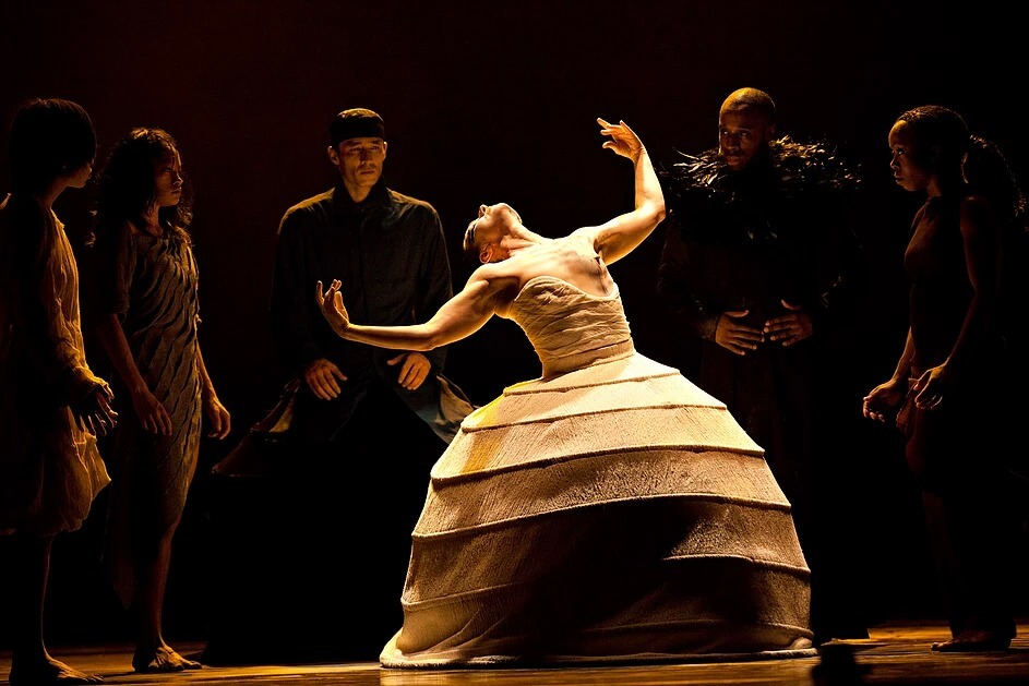 ITMOi ( In The Mind Of Igor ), Akram Khan Company,  Director / Choreographer: Akram Khan, Costume Designer: Kimie Nakano (Photographer: Jean Louis Fernandez, 2013)